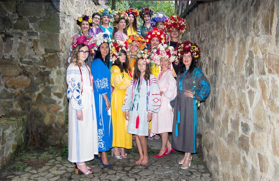 Успішні українки представили колекції вишиванок українських дизайнерів на етно-фешн-шоу «Аристократична Україна»