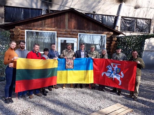 Українським школярам і військовим передана допомога від литовських волонтерів