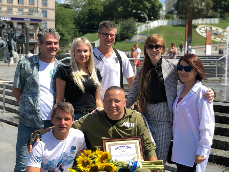 Представники Книги рекордів України привітали Олега Іваненка зі встановленням світового рекорду